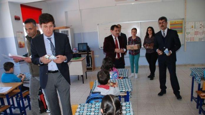 Tunceli'de Okul Sütü Dağıtımı