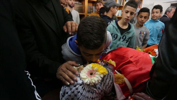 İsrail askerlerinin öldürdüğü Filistinli defnedildi