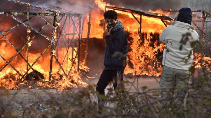 Fransız polisi mülteci kampını yaktı