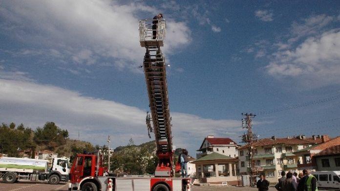 30 Metrelik Merdivene Sahip İtfaiye Aracını Test Ettiler