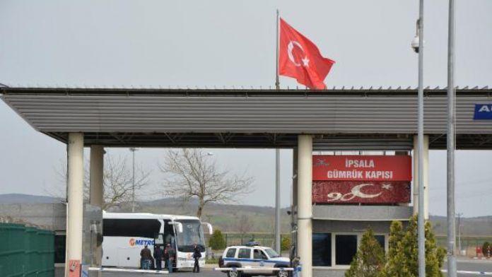 Greece sends 70 refugees back to Turkey