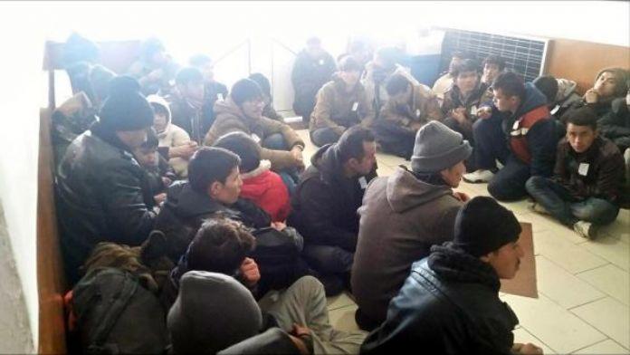 Kuşadası'nda 22 mülteci ve 1 organizatör yakalandı