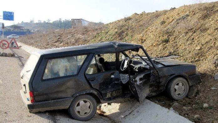 Otomobil İle Minibüs Çarpıştı: 1 Yaralı