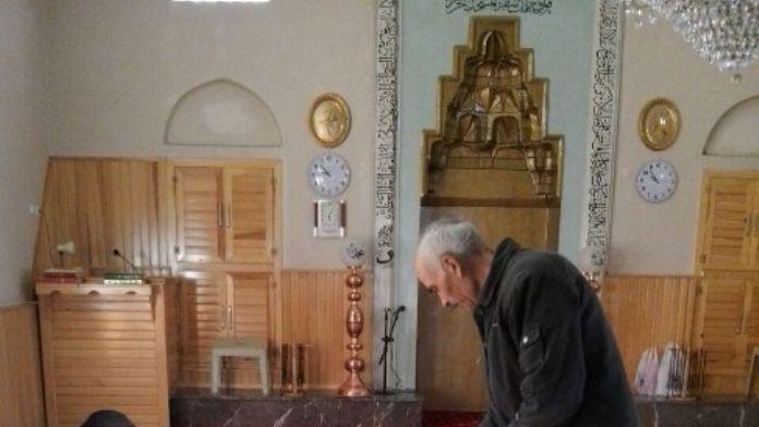 Yıldırım Belediyesi Camileri Temizliyor