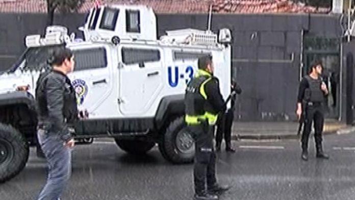 Teröristlerin kıstırıldığı binaya operasyon yapılıyor