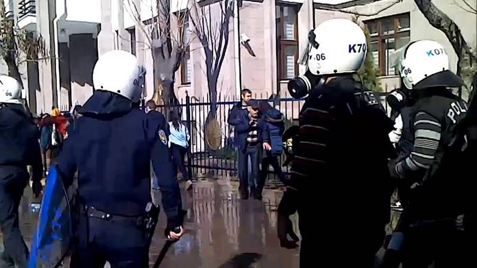 Çevik Kuvvet'e saldırı anı güvenlik kamerasında