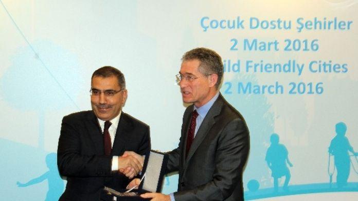 UNICEF Yüreğir'i Ödüllendirdi