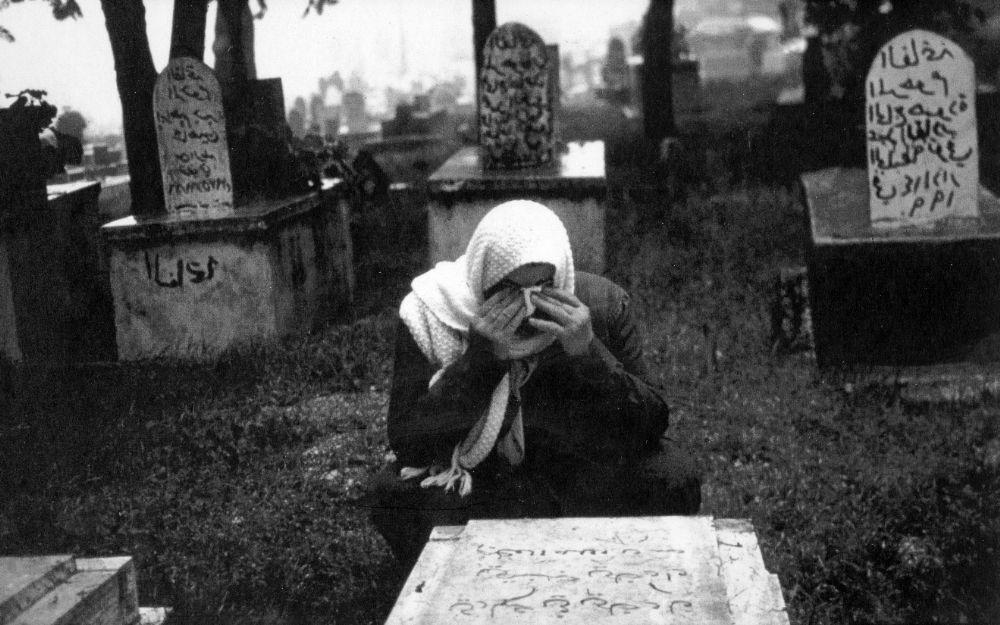 Kadınlara Öldükten Sonra Bile Rahat Yok !