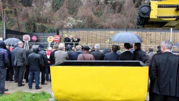 Grizu faciasında ölen 263 madenci dualarla anıldı (2)