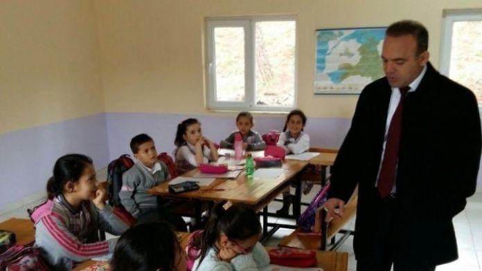Burhaniye'de Okullara Kaymakam Ziyareti