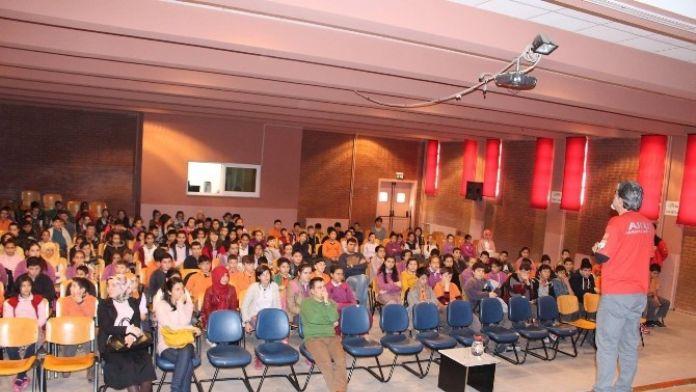 AKUT İnönü'de Öğrencilere Deprem Semineri Verdi