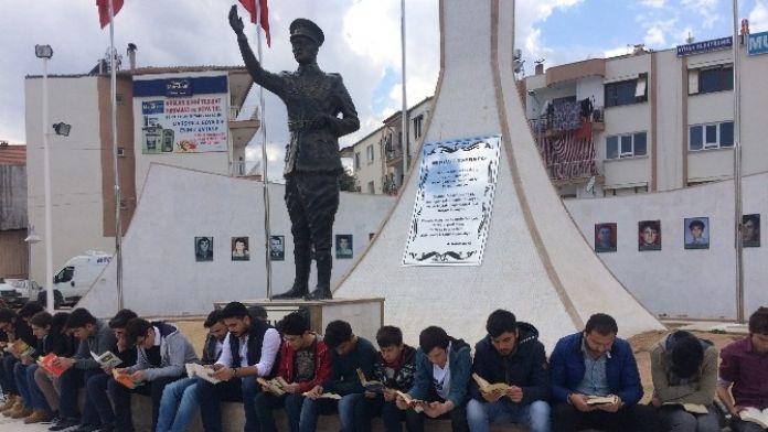 Ülkücü Gençlerden Kitap Okuma Etkinliği