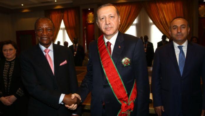 Cumhurbaşkanı Erdoğan'a 'şeref madalyası' verildi