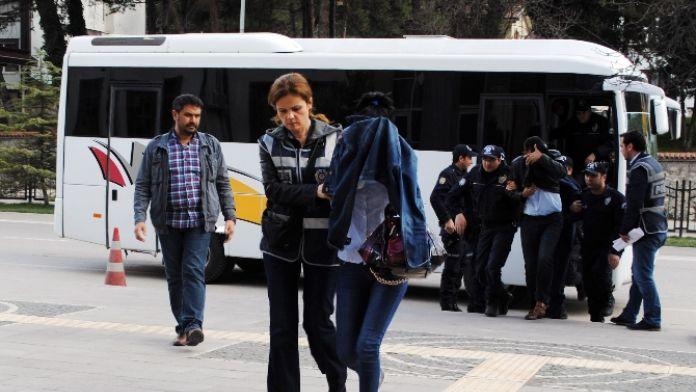 Polisin arsasını sahte kimlik ve tapuyla satmaya çalıştılar