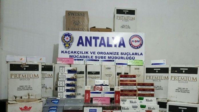 Aksu'da Çekiciye Bağlanan 150 Bin Kaçak Sigara Ele Geçirildi