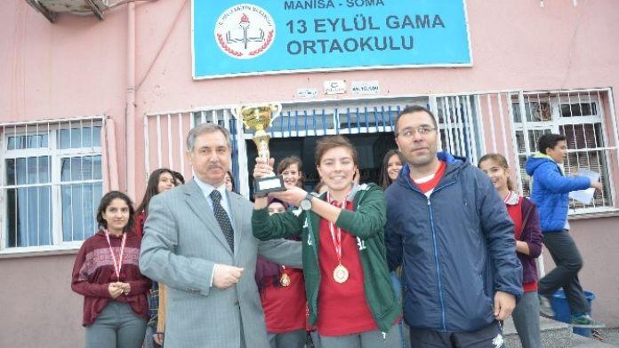 Soma'nın Kız Futbol Takımı Türkiye Şampiyonluğu Yolunda