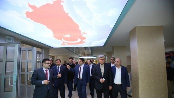 Başkan Karaosmanoğlu, Darıca'daki Okulları Ziyaret Etti