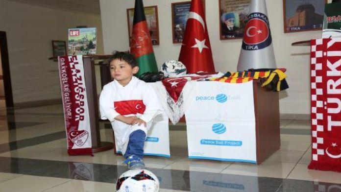 Messi Murtaza'ya Türkiye'den forma ve spor malzemeleri desteği