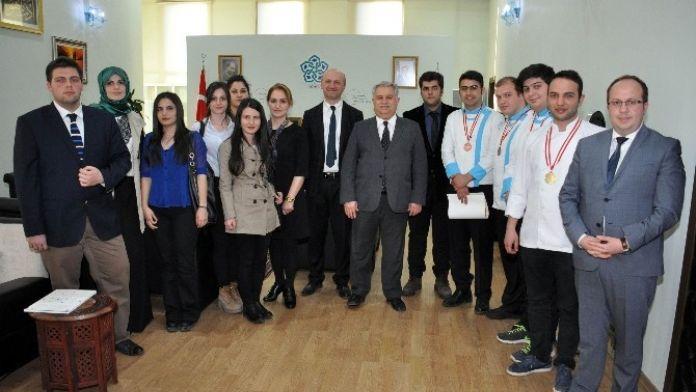 Madalyalı Aşçılar NEÜ Rektörü Prof. Dr. Muzaffer Şeker'i Ziyaret Etti