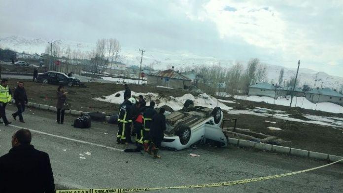 Van'da Trafik Kazası: 1 Ölü 2 Yaralı