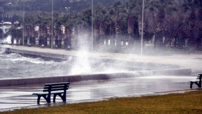 Ege'de Sağanak Yağış Ve Fırtına Uyarısı