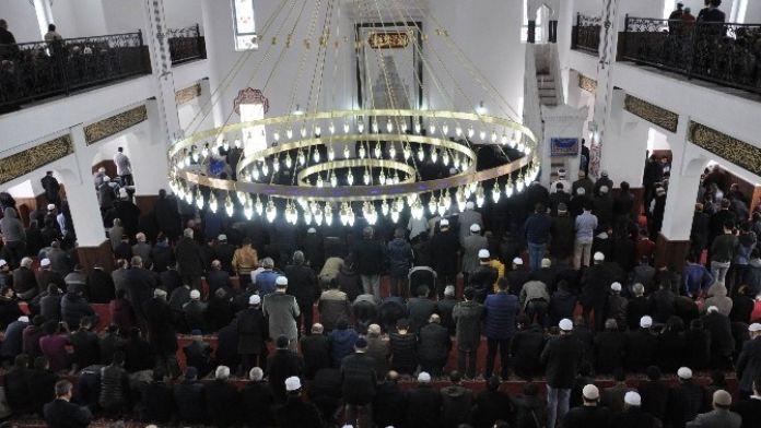 AİBÜ'de 4 Bin 500 Kişilik Cami İbadete Açıldı