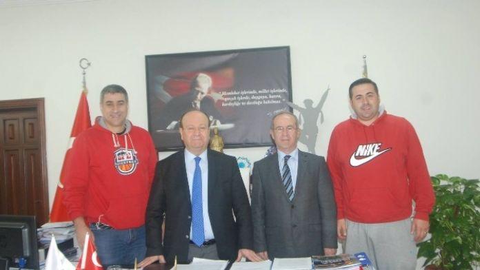 Başkan Özakcan, Efespor'a Sahip Çıktı