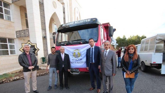 Öğrencilerden Türkmenlere Yardım