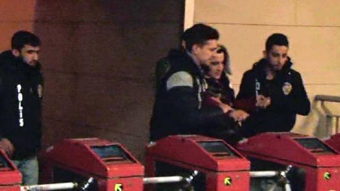 fotoğraflar//Metrobüs durağında yakalanan şüpheliden uyuşturucu çıktı