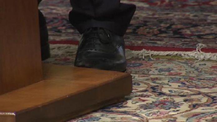 Başbakan Silopi'den satın aldığı ayakkabıyı İran'da giydi