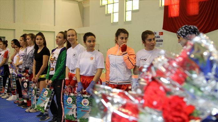 Kadınlar Günü'ne özel kick boks turnuvası