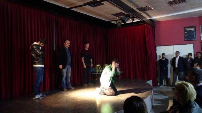 Şehir Tiyatrosu'ndan, Dünya İşitme Günü'nde Anlamlı Gösteri