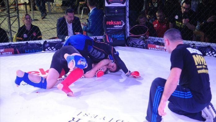 MMA Elit Kemer Turnuvası yapıldı