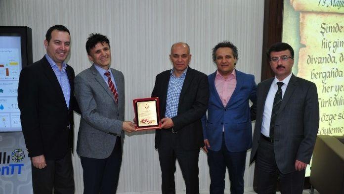 Genel Sekreter Erenoğlu'ndan Başkan Çalışkan'a Teşekkür Plaketi