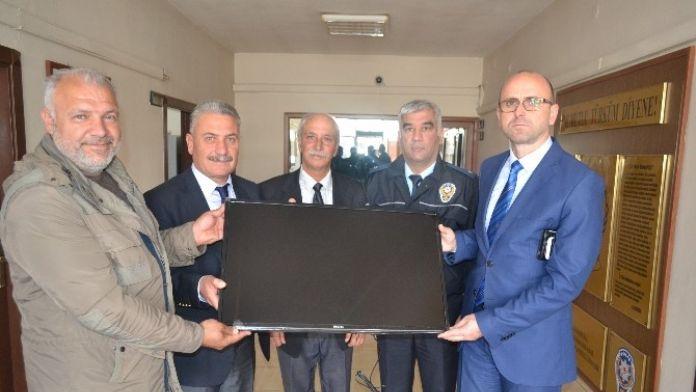Avcılardan Polis Merkezine Monitör