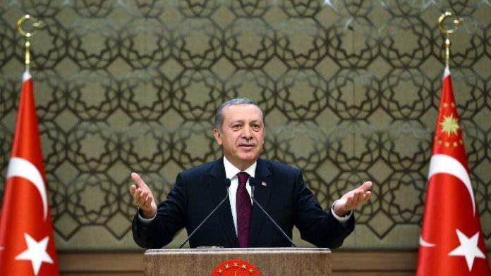 Cumhurbaşkanı Erdoğan Karaman'lı anneyi sevince boğdu