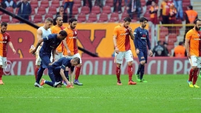Galatasaray Kurtarıcısını Arıyor