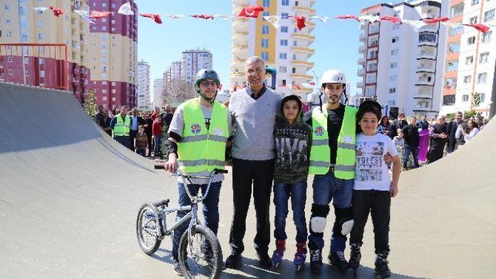 Mezitli'nin İlk Kaykay Parkı Açıldı