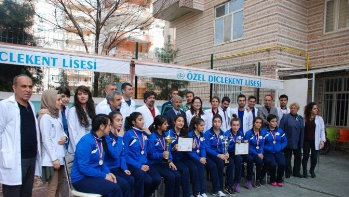 Bölge Şampiyonu Olan Öğrencilere Ödül