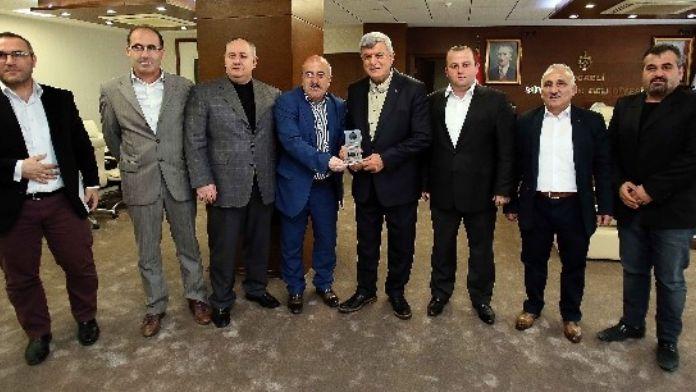 Başkan Karaosmanoğlu, 'Makamların Gerçek Sahibi Millettir'