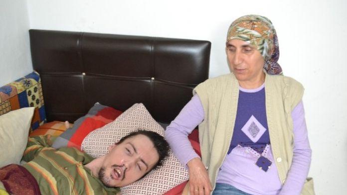 Hasta Oğluna 26 Yıldır Bebek Gibi Bakıyor