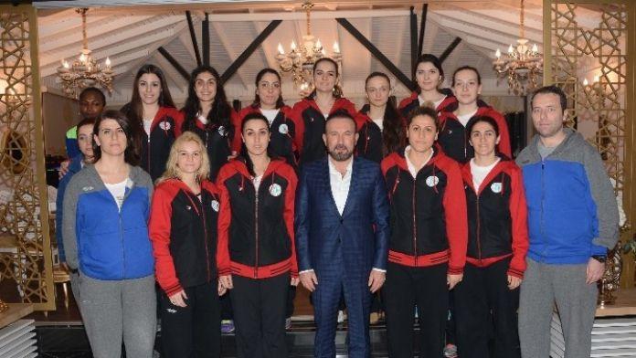 Başkan Doğan, Bayan Basket Takımını Ağırladı