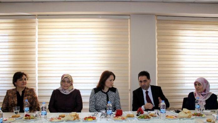 Erzurum Halk Sağlığı Müdürlüğü'nde '8 Mart Dünya Kadınlar Günü' Toplantısı