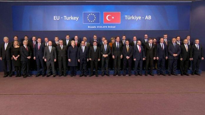 Davutoğlu AB liderleriyle çekilen aile fotoğrafında yer aldı