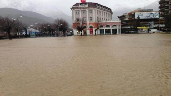 Kosova'nın İpek kenti sele teslim oldu