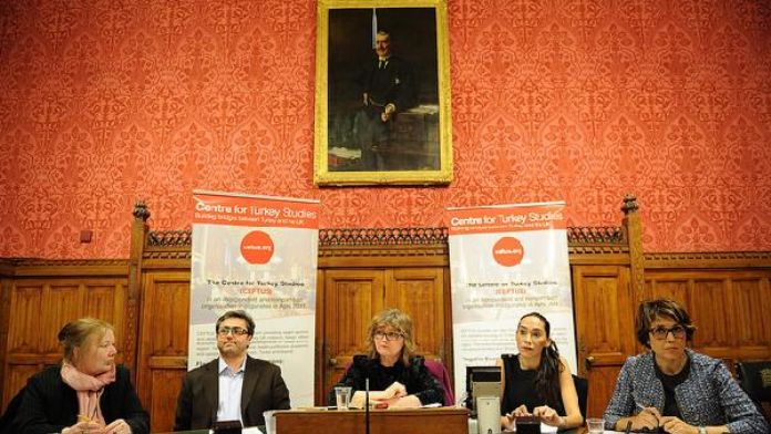 Türkiye'deki akademik özgürlük İngiltere'de tartışıldı