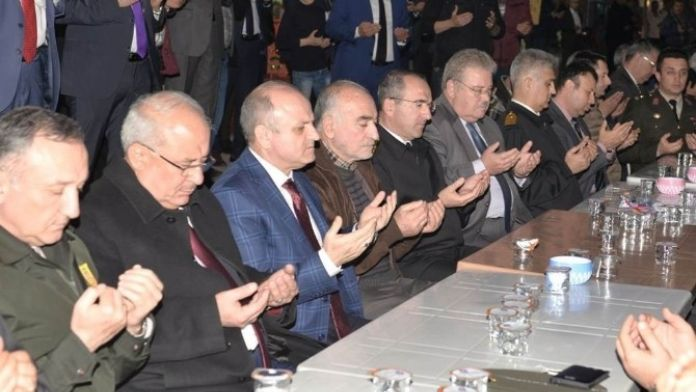 Vali Çakacak, Şehit Üsteğmen Emrah Şahin İçin Okutulan Mevlide Katıldı