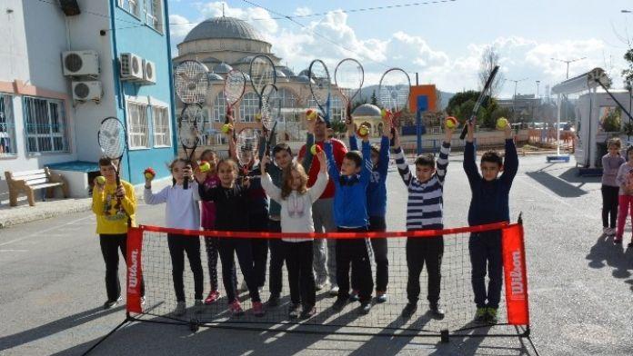 Yunusemre'li Öğrenciler Tenis İle Tanışıyor