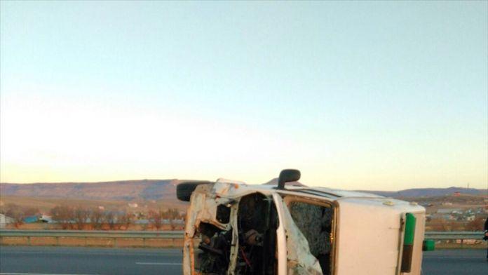 Kayseri'de cenaze nakil aracı devrildi: 1 ölü, 2 yaralı