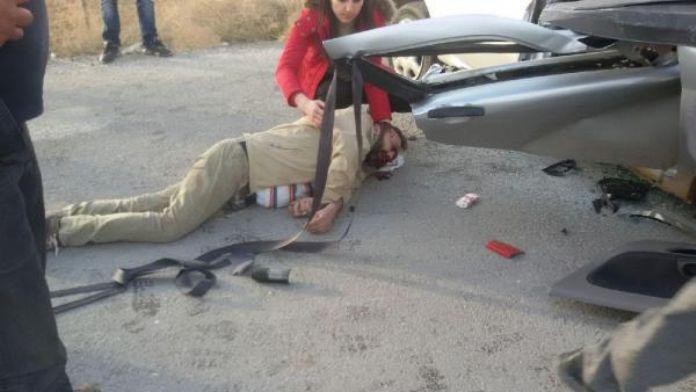 TIR, otomobile çarptı : 2 ölü